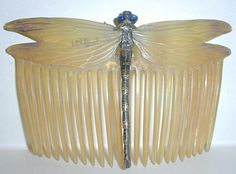 Centre de documentation des musées - Les Arts Décoratifs. France (1905) designed by Paul Frederic Follot.  Sculptured Horn and patinated comb, body of the dragonfly in gold-plated silver.