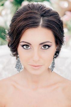 Braut Make Up für Brunetten-betonte augen-neutrale Lippen -Ohrringe