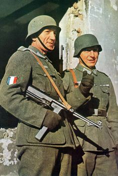 French soldiers of the Légion des Volontaires Français Between Saturday, 1 November 1941, to Thursday, 6 November 1941 Place: Smolensk, Soviet Union Photographer: Unknown (Signal magazine photographer)