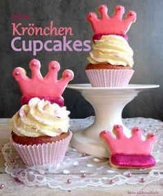 Schokochip & Himbeere Cupcakes mit Himbeere-Buttercreme und Vanille glitzer Krönchen Cookies