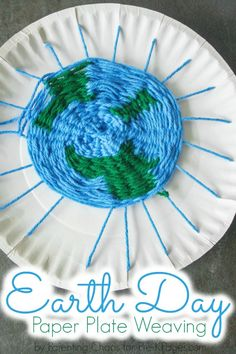 Earth Day Paper Plate Weaving #earthday #earthdaycrafts #paperplatecrafts #weavingart