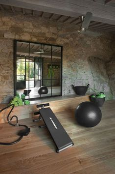 Unique Visually Stunning and Luxurious Tuscan Interior Design Bonito gimnasio en casa. Home Gym Decor, Gym Room At Home, Workout Room Home, Home Theater Rooms, Workout Rooms, Workout Room Decor, Home Design, Home Interior Design, Design Design