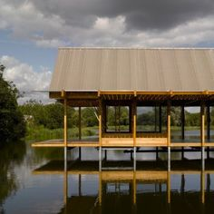 Niall+McLaughlin's+Hampshire+Fishing+Hut+folds+open+to+allow+views+right+through