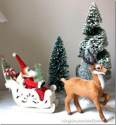 Santa a jeden z jeho sobů.  A to jak z Vermontu Country Store.