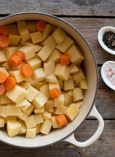 Kålrabistappe er det perfekte tilbehør til julemiddagen. At den også er enkel å lage gjør kålrabistappe til en klar favoritt. Sweet Potato, Cantaloupe, Potatoes, Meat, Fruit, Vegetables, Food, Beef, Potato