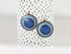 Boucles d'oreilles graphique et design en céramique artisanale et argent 925 - bleu ciel/bleu marine