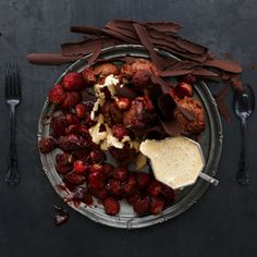 Coffee chocolate mousse, espresso sabayon and slow roasted strawberries, >>> click the pic for the recipe. Ww Recipes, Cooking Recipes, Masterchef Recipes, K Food, Chocolate Mousse Recipe, Roasted Strawberries, Chocolate Shavings, Chocolate Coffee, Recipe Collection