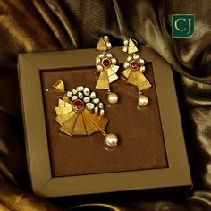 Jewelry OFF! Trendy pair of earrings and pendant for your casual ethnic wear. Gold Bangles Design, Gold Earrings Designs, Antique Jewellery Designs, Gold Jewelry Simple, Ethnic, Gold Necklace, Jewellery Sketches, Pendant Set, Indian Bridal