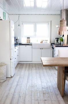 Skandinavische Küche weiß Holz schwarz-4
