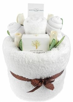 It Gifts Delight Me White Pamper Cake - a gorgeous pamper cake with an Arboria soap bar and nail cream.Say It Gifts Delight Me White Pamper Cake - a gorgeous pamper cake with an Arboria soap bar and nail cream. Wedding Gift Baskets, Diy Gift Baskets, Spa Gifts, Baby Gifts, Pamper Cake, Towel Origami, Spa Basket, Cream Nails, Craft Gifts