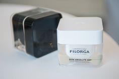 SKIN ABSOLUTE DAY von FILORGA ist exklusiv in ausgewählten Marionnaud Parfümerien ab 1.09.2015 zum Preis von 119,95 € erhältlich.