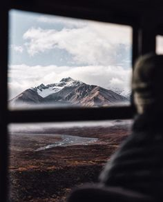 Road views in Denali, Alaska | UP KNÖRTH by @tomparkr
