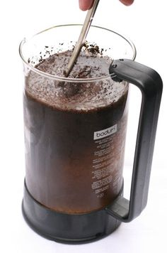 How to cold brew iced coffee in your French press. I usually just poor the hot coffee over ice lol Iced Coffee At Home, Cold Brew Iced Coffee, Coffee Menu, Coffee Is Life, I Love Coffee, Hot Coffee, Coffee Drinks, Coffee Cups, Mocha Coffee