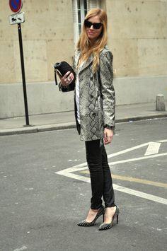 Chiara at Louis Vouitton Fashion Show. Source http://www.theblondesalad.com