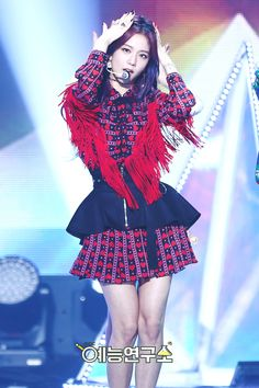 Your source of news on YG's biggest girl group, BLACKPINK! Black Pink ジス, Black Pink Songs, Kpop Girl Groups, Korean Girl Groups, Kpop Girls, Jennie Lisa, Blackpink Fashion, Blackpink Jisoo, Stage Outfits