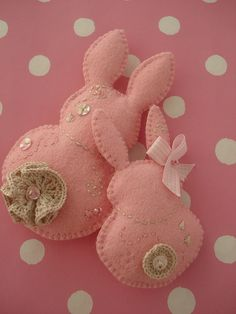 Felt bunnies sewn around the edges with a little stuffing inside. I love the doilies and buttons added for the tail.