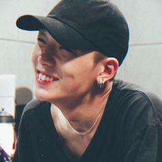I love jiwon with my whole chest Bobby, Ikon Member, Kim Jinhwan, Ikon Kpop, Yg Ikon, Jay Song, Ikon Debut, Ikon Wallpaper, Wattpad