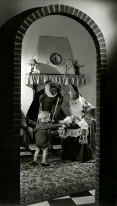 Sint en Zwarte Piet laat hij maar mooi zwart  blijven  .   Pakjes-avond heerlijk gezellig.