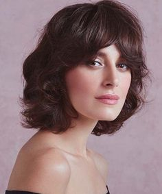Exclusive Flipped Short Haircuts With Bangs for Women to Get A Perfect Look