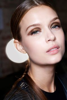 Shimmery, sultry smokey eye & dewy skin #beauty #hair