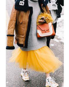 "5,716 Likes, 33 Comments - Style Sight WorldWide (@stylesightworldwide) on Instagram: ""#parisfashionweek @parisfashionweek |  @collagevintage2 @voguespain #streetstyle #streetfashion…"""