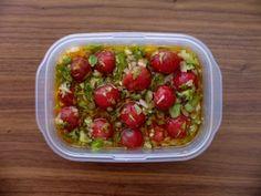 セロリとトマトのマリネ。ミニトマトの新鮮な赤色がデザートのよう。マリネは夏にもピッタリなさっぱり感