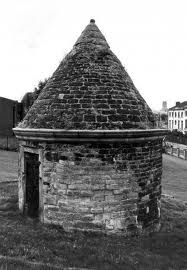 http://barryb007.bodybyvi.com  Liverpool an old jail and the mascot for Everton FC