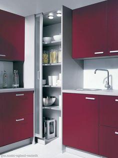 Utilizar la esquina como armario alto, pero para guardar material de limpieza (escobas, mopa, fregona, cubo.)