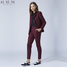 A burgundy blazer and burgundy dress pants are a go-to combo for many stylish women. For maximum style, add a pair of black and white leather loafers to this getup. Business Outfit Frau, Business Outfits, Business Attire, Business Suits For Women, Corporate Attire For Women, Business Fashion, Business Casual, Business Formal, Business Professional