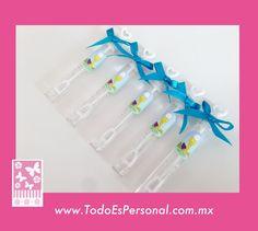 Burbujas para confirmación en tubos de 10 cms, con etiqueta personalilzada y moño azul ($9.00 c/u) compra mínima 12 piezas