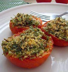 Tomates à la provencale - Recettes de cuisine Ôdélices. Les tomates à la provençale sont un mets préparé à base de tomates coupées en deux recouvertes de chapelure, de persil et d'ail et relevées d'un filet d'huile d'olive. Elles sont soit cuites au four, soit revenues à la poêle.