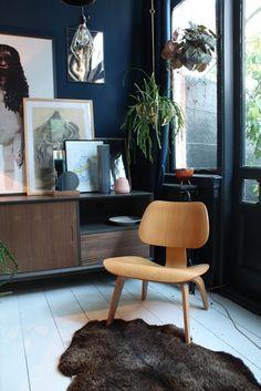 our por una casa ecléctica en La Haya. http://www.disenoyarquitectura.net/2017/05/esta-vivienda-en-la-haya-holanda-es-un.html #interiores #arquitectura #diseño #vintage