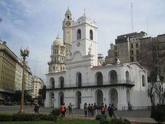 El edificio del Cabildo fue la casa del gobierno durante la época colonial. Ahora es el Museo Nacional del Cabildo y la Revolución de Mayo.