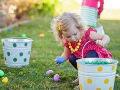 Dressed-Up Easter Buckets in Host a Kids' Easter Egg Decorating and Hunt Party from HGTV Easter Eggs Kids, Easter Hunt, Easter Brunch, Easter Party, Easter Weekend, Easter Buckets, Easter Quotes, Easter Religious, Egg Decorating