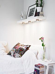 vejam algumas dicas preciosas para ganhar espaço na decoração do seu quarto pequeno.