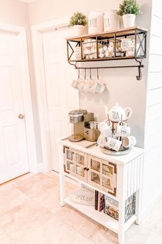 Home coffee bars and coffee stations are the new living room and kitchen décor style trend everyone is going crazy for. Click through if you want to coffee bar ideas that will give you home a beautifu Coffee Area, Coffee Nook, Cozy Coffee, Coffee Corner, Sweet Coffee, Coffee Cup, Coffee Bars In Kitchen, Coffee Bar Home, Coffe Bar