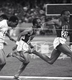 Charles Greene (USA). Récord mundial en 100 con 10,0s y 9,9s logrados en los trials USA en 1968. Bronce olímpico con 10,07s y oro en 4x100 junto a Mel Pender, Ronnie Ray Smith y Jim Hines en México '68. Famoso por su gafas oscuras
