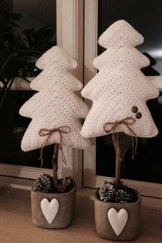 Best Ideas Crochet Christmas Decorations Sweets Best Ideas Crochet Christmas Decorations Sweets Always aspired to learn how to knit, nonetheless unsure whe. Crochet Christmas Decorations, Crochet Decoration, Crochet Christmas Ornaments, Christmas Crochet Patterns, Holiday Crochet, Noel Christmas, Christmas Knitting, Crochet Home, Crochet Crafts