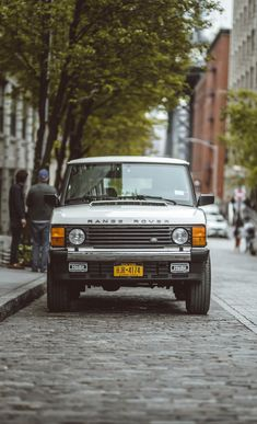 Discover recipes, home ideas, style inspiration and other ideas to try. Range Rover Classic, Range Rover White, Jeep Sport, Range Rover Supercharged, Classic Cars British, Alpine White, 4x4 Trucks, Ford Trucks, Land Rover Defender