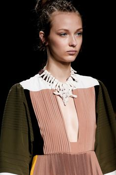 See detail photos for Valentino Spring 2016 Ready-to-Wear collection.