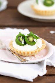 Lykkelig - mein Foodblog: Kokos-Tartelettes mit Mini-Kiwi und Mascarponecreme. Plus: Ich stell Euch ein neues Früchtchen vor!