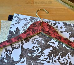 This was such an easy project- DIY Decorative Clothes Hangers! I have done so many DIYs here on the blog and I have to say this is one of my favorites. Wooden Coat Hangers, Diy Ideas, Craft Ideas, Clothes Hangers, Easy Projects, Wedding Hair, Free Printables, Decoupage, Diys