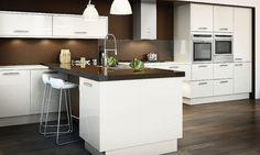 An Avant Alabaster High Gloss Kitchen Design Idea Kitchen Units, Kitchen Doors, Kitchen Inspirations, Gloss Kitchen, Curved Kitchen, New Kitchen, Country Kitchen, Kitchen Appliances, Diy Kitchen