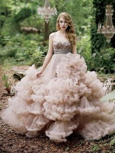 Taylor Swift recruited 'Project Runway' winner Christian Siriano for her Wonderstruck perfume commercials, wearing the designer's plush ballroom gown in the ads. I am NOT A FAN of Taylor Swift but the dress is wonderful Fairy Wedding Dress, Dream Wedding Dresses, Wedding Gowns, Fairytale Dress, Bridal Gown, Fairy Dress, Tulle Wedding, Fish Wedding, Estilo Taylor Swift