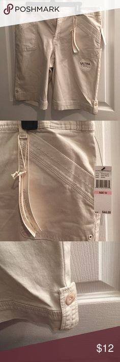 Gloria Vanderbilt khaki shorts 2 pockets up front and 2 pockets that button in back.  Bought at Belk for daughter for new job this summer, but she had already went and got some so never worn.   Zip with button at top. Gloria Vanderbilt Shorts