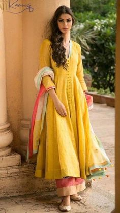 Latest Collection of Salwar Suit Designs in the gallery. Salwar Suit Design Ideas from India's Top Online 🛒Shopping Sites. Ethnic Outfits, Indian Outfits, Trendy Outfits, Indian Attire, Indian Ethnic Wear, India Fashion, Asian Fashion, Saris, Indian Designer Suits