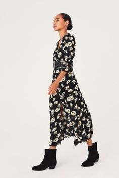 Long Tight Dresses, Robes Midi, Fashion Essentials, Lace Dress, High Neck Dress, Style Inspiration, Midi Dresses, Parisian Wardrobe, Black Friday