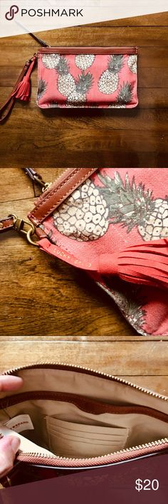 Lucky Brand Pineapple Wristlet EUC// Large Wristlet that can double as a travel makeup bag!// Plus who doesn't love pineapples?! 🍍🍍🍍🍍🍍🍍🍍 Lucky Brand Bags Clutches & Wristlets