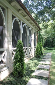 Looks nicer than regular screen porches Home Porch, House With Porch, Outdoor Rooms, Outdoor Living, Outdoor Decor, Outdoor Kitchens, Outdoor Patios, Porch Steps, Screened In Porch