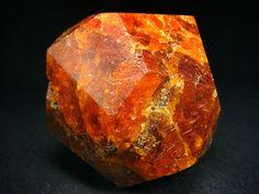 Garnet perfect quality, XL Spessartine crystal / Tanzania, Africa / Mineral Friends <3